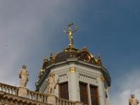 Statue de femme sonnant de la trompette (Maison du Roy d'Espagne)