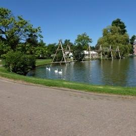 L'étang et le château.